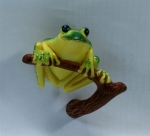 Tree Frog on Branch Magnet